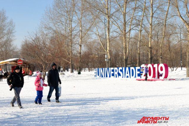 Логотип Универсиады из снега.