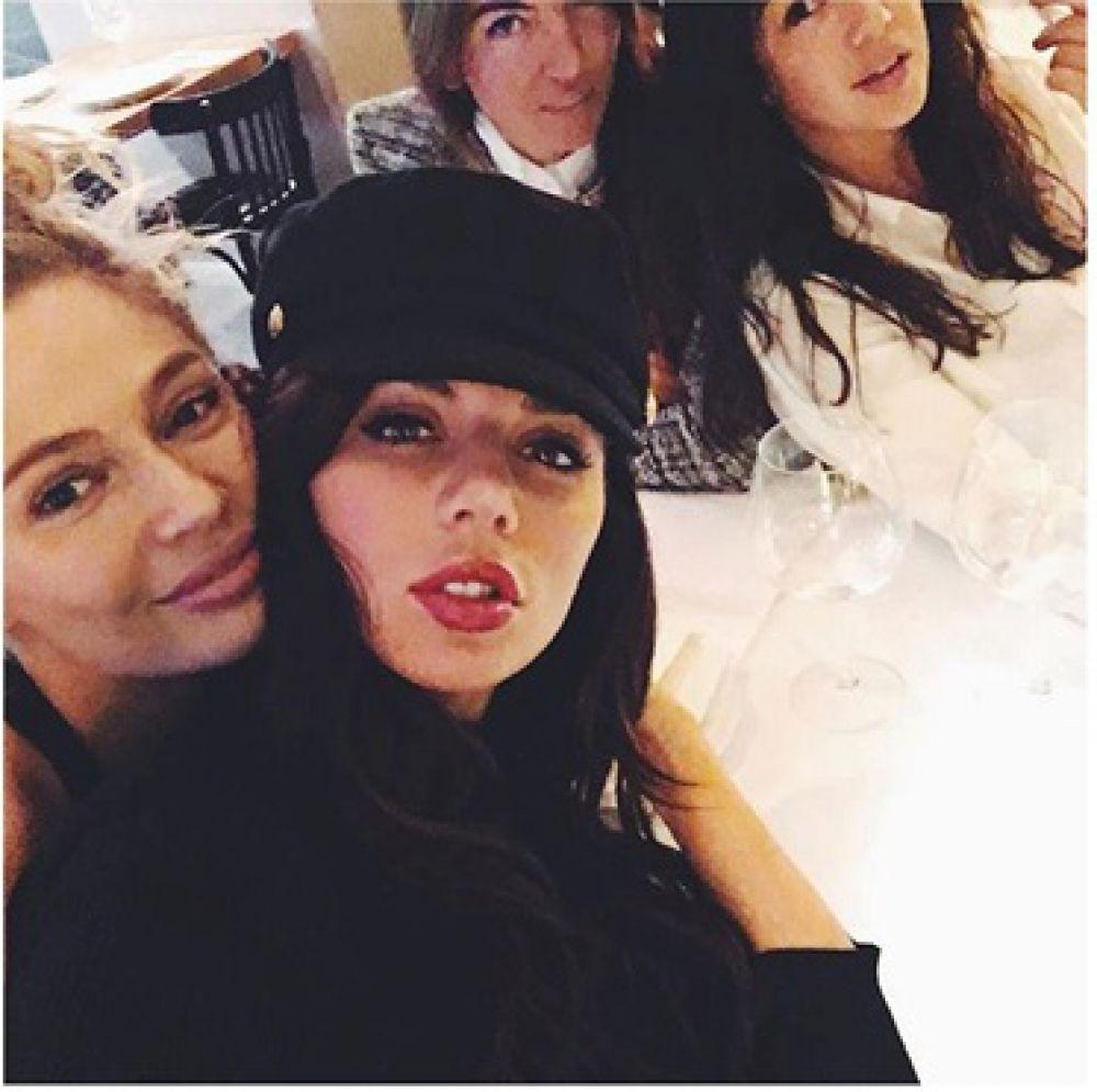 Анна Седокова отпраздновала 8 марта в веселой компании подруг