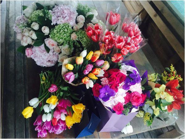 Певицу Марию Яремчук  в праздничный день буквально засыпали цветами