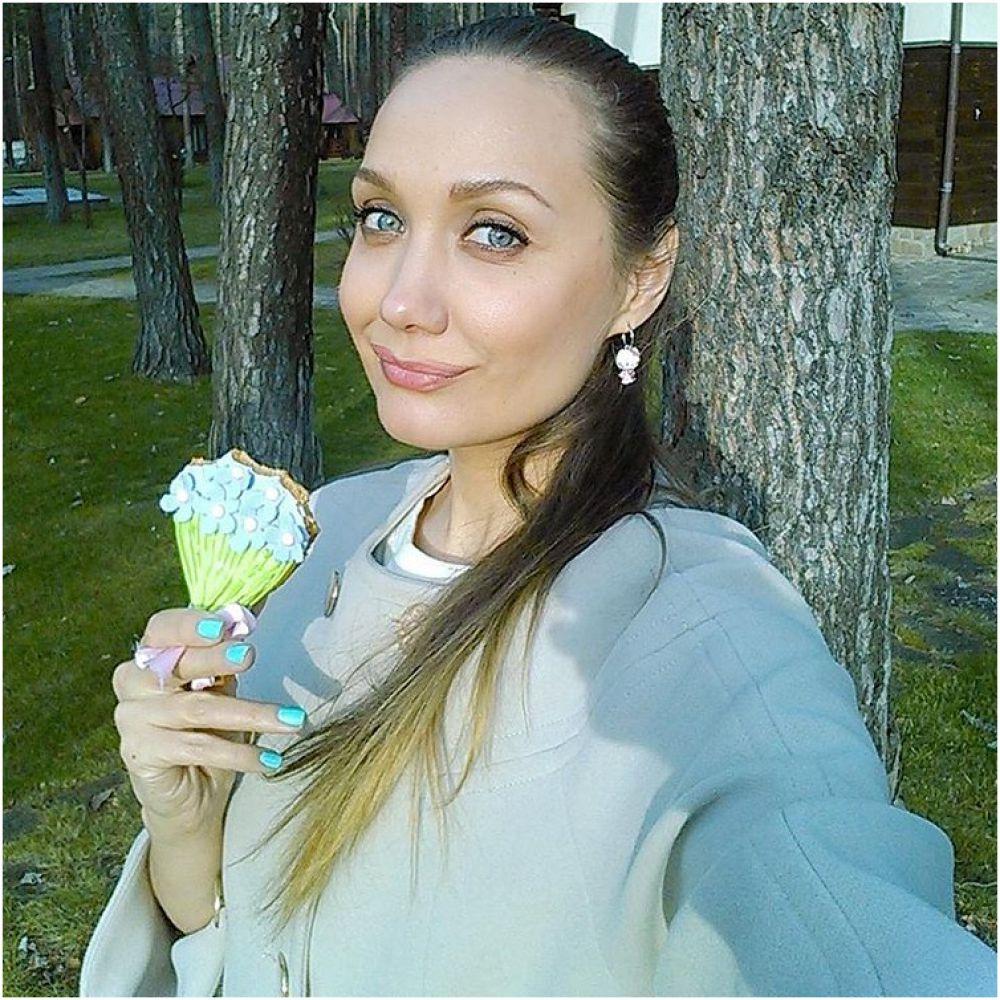 Певица Евгения Власова провела праздник за городом пожелав поклонникам хорошего настроения