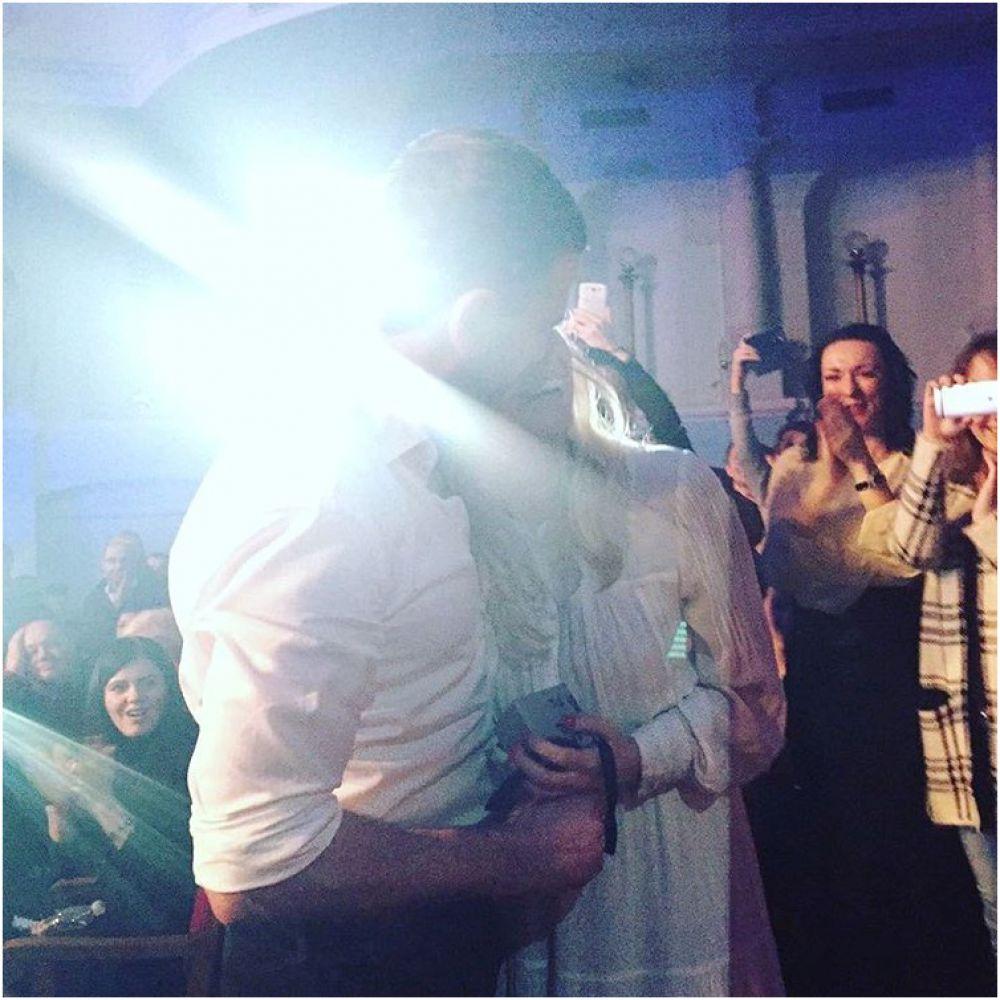 А вот Арсен Мирзоян накануне 8 марта сделал Тоне Матвиенко предложение выйти замуж