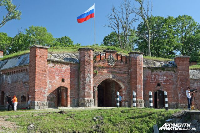 Все форты представляют собой земляное укрепление с каменным строением высотой до 8 метров, которое вмещает военный гарнизон в 300 солдат и оружейный запас. У каждого форта есть имя ― обычно они названы в честь известного военного предводителя или короля.