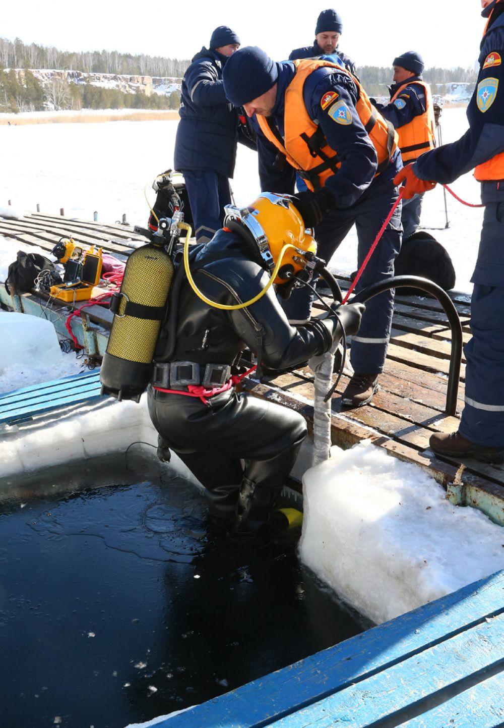 По легенде первый водолаз должнен будет находиться под водой больше получаса