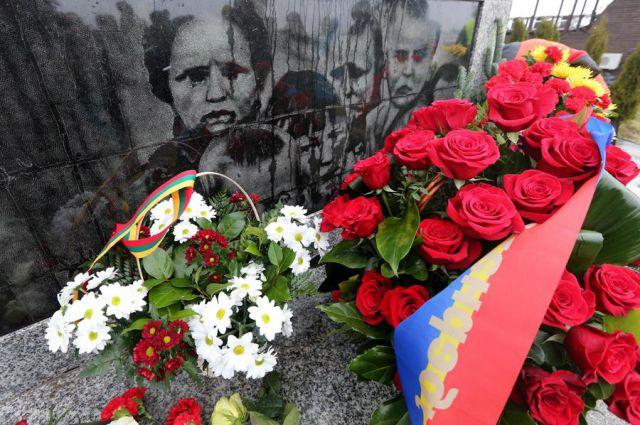 Памятник жертвам Холокоста в Янтарном.
