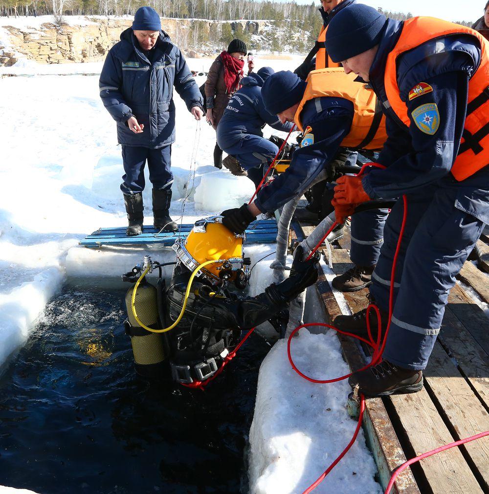 Первый водолаз выходит на сушу, значит операция прошла успешно