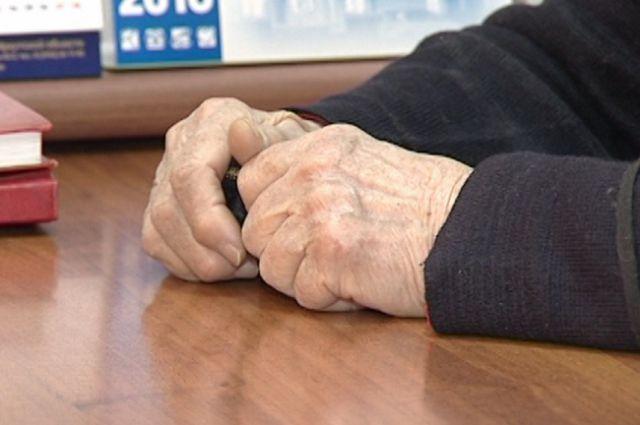 Пенсионерку ограбил мошенник.