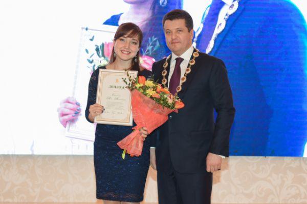 Лучший «Педагог-организатор» - Анна Смоленская из школы №33.