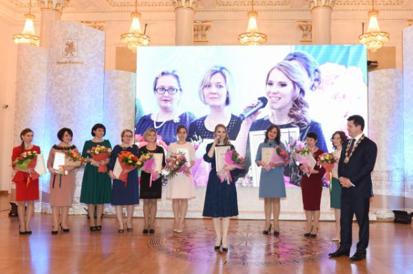 В центре - абсолютный победитель Ксения Сапарова.