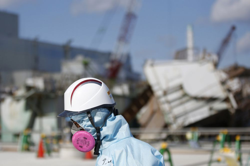 Рабочий на АЭС Фукусима-1, март 2016 года.