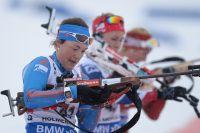 Екатерина Юрлова (Россия) на огневом рубеже индивидуальной гонки среди женщин на чемпионате мира по биатлону.