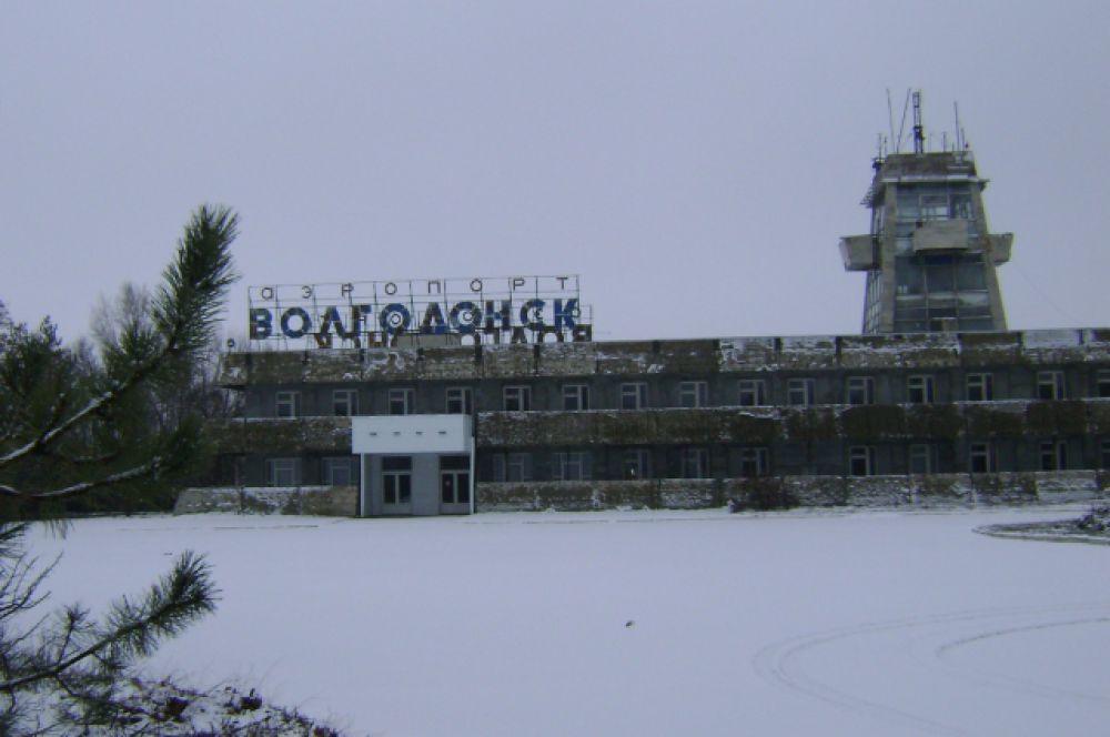 Угрюмое здание пустого аэровокзала, пугающая тишина…
