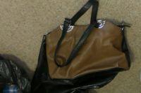 Полицейские обнаружили у подозреваемого в грабеже улики - сумки, похищенные у пенсионерок.