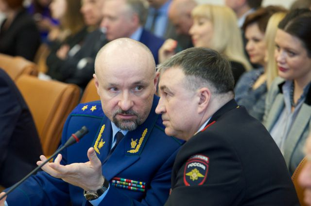 Прокурор края Михаил Савчин (справа) и начальник ГУМВД по краю Вадим Антонов.