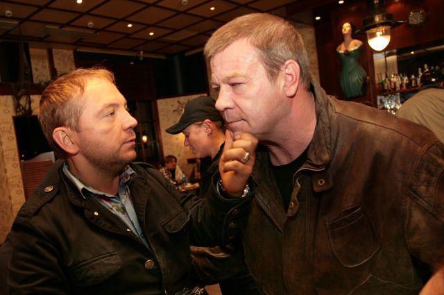 Сергей Селин (справа) стал известен стране благодаря роли петербургского оперативника.