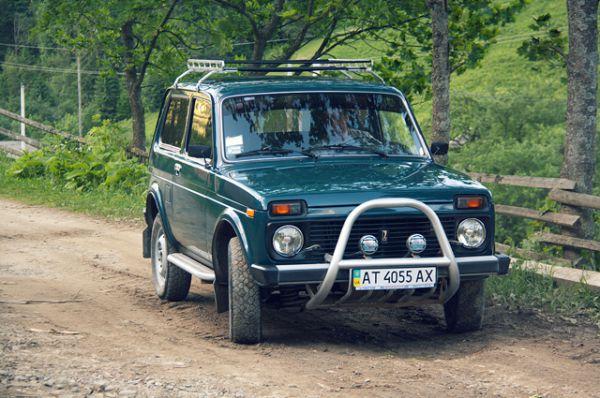 Главный долгожитель среди «Жигулей» — «Нива», со временем сменившая название с ВАЗ-2121 на Lada 4x4 Urban. Также имеет большое количество модификаций.