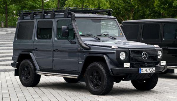 Оригинальная модификация Mercedes-Benz G-Class в 461-м кузове производится с 1979 года и до сих пор, в основном для военных целей.