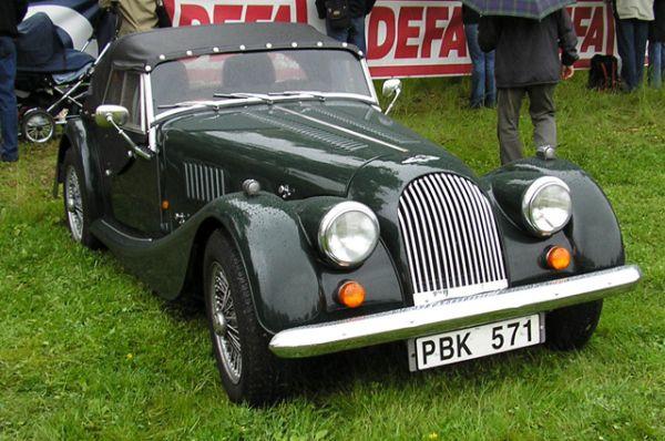 Самый старый на сегодня автомобиль в мире — двухместный родстер Morgan 4/4, который выпускается с 1936 года.