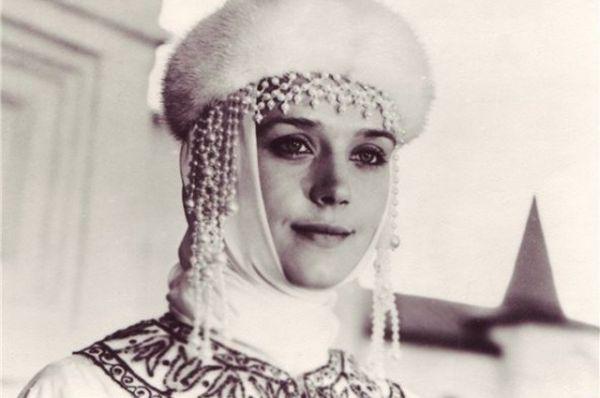 Музыкальный фильм «Осенние колокола» 1978 года, в основу которого легла «Сказка о мертвой царевне и семи богатырях» Пушкина. Алфёрова сыграла в этом фильме царицу.