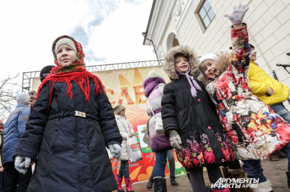 Дети приняли участие в различных забавах.