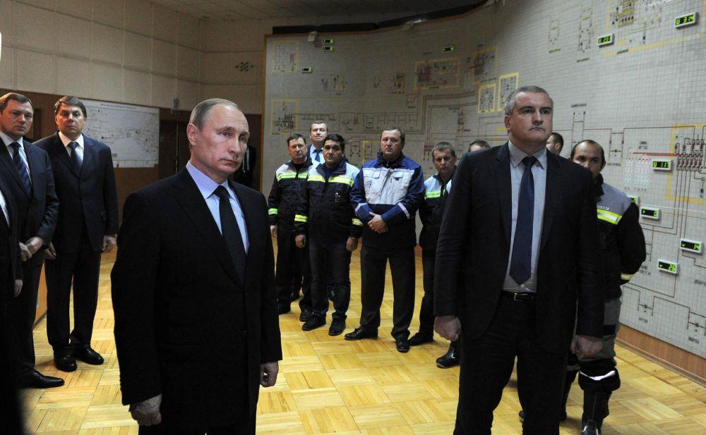 Церемонию запуска транслировали в прямом эфире местных и федеральных телеканалов, но многие населенные пункты в Крыму в этот момент находились без света.