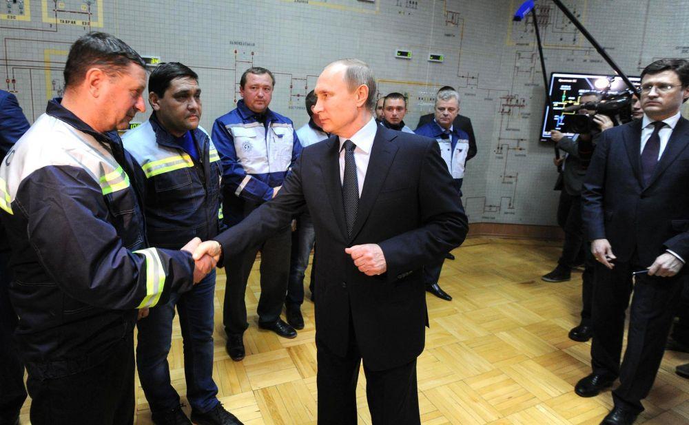 Путин поблагодарил сотрудников «Крымэнерго» за работу, а крымчан – за стойкость и терпение.