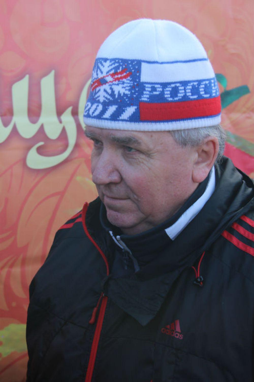 Глава города Сергей Панчин тоже влился в команду поваров.