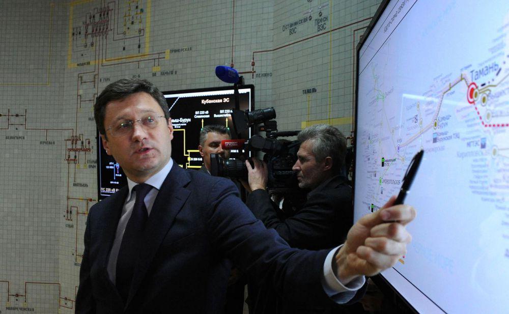 Короткий доклад министра энергетики РФ Александра Новака, и президент дает добро на запуск. Первыми дополнительную электроэнергию получили Керчь и Феодосия.