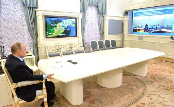 Запуск ВЛ 220кВ «Тамань-Кафа» состоялся спустя две недели – 15 декабря. На этот раз все происходило в режиме видеоконференции.