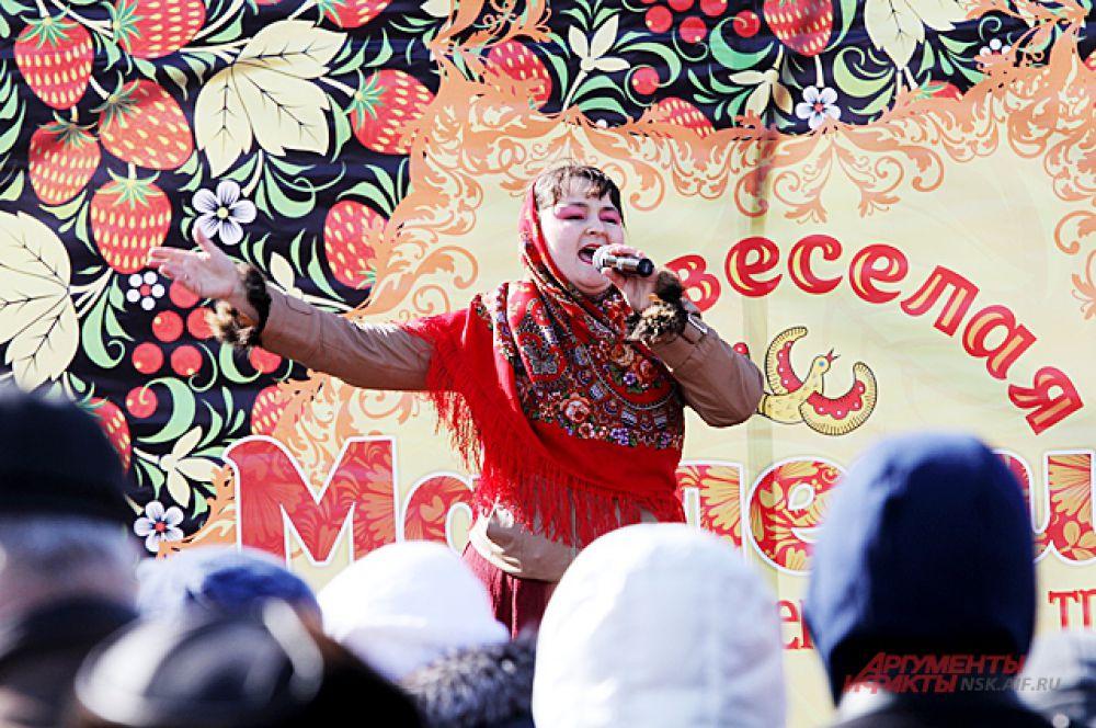 После игр и забав  коллективы исполнили народные русские песни.