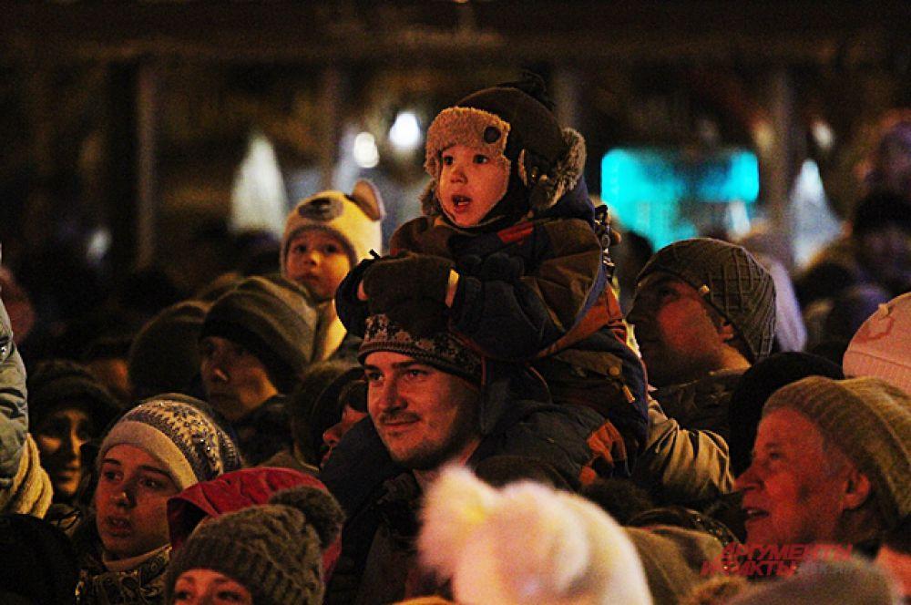 В конце праздника вечером на всех площадках зрители наблюдали за сожжением чучела.
