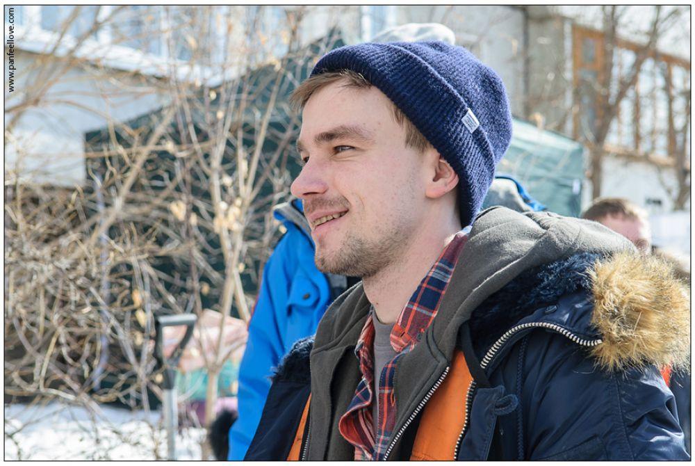 Алексея Петрова в костюме не отличить от простого иркутского парня.