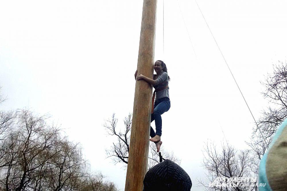 17-летняя Дарья покорила столб за 50 секунд.