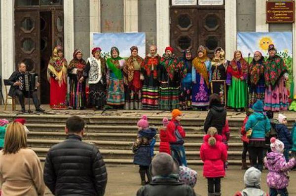 В Славянске на гуляния собралось немало народу