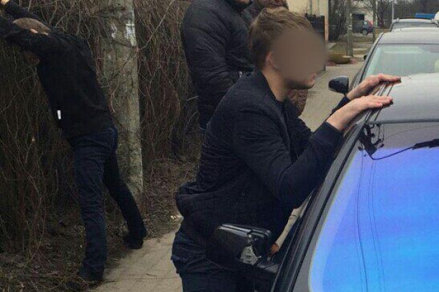 В Калининграде задержан студент-наркоторговец на авто с личным водителем