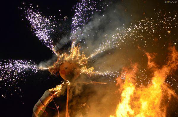 А кульминацией вечера стало сожжение чучела