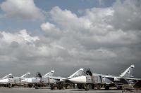 Российские фронтовые бомбардировщики Су-24 на авиабазе «Хмеймим» в сирийской провинции Латакия.