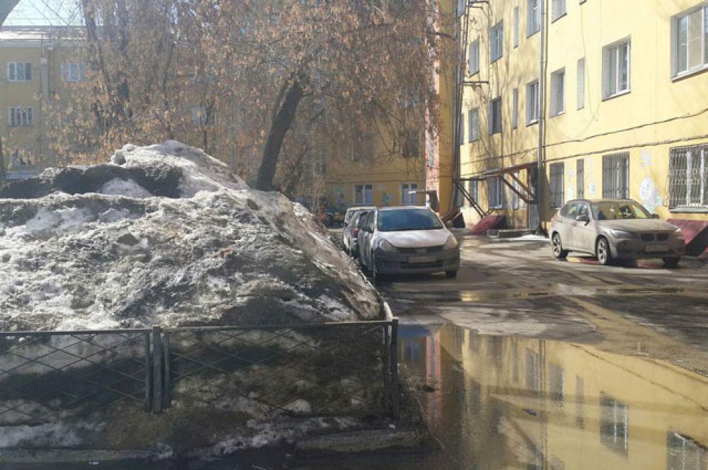 Высота сугробов наглядно демонстрирует частоту уборки снега.