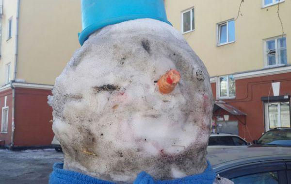 Этот снеговик выше человеческого роста явно способен присниться.