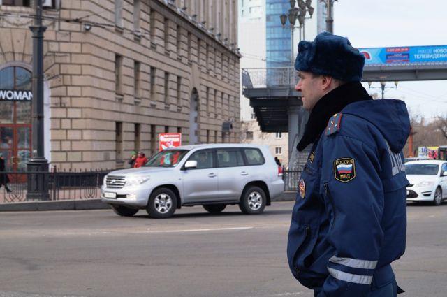 Служба полицейских и опасна, и трудна, но преступникам приходится куда труднее.