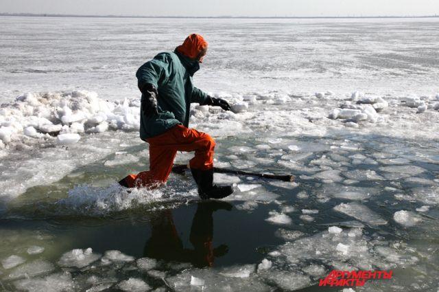 Лед становится тонким.