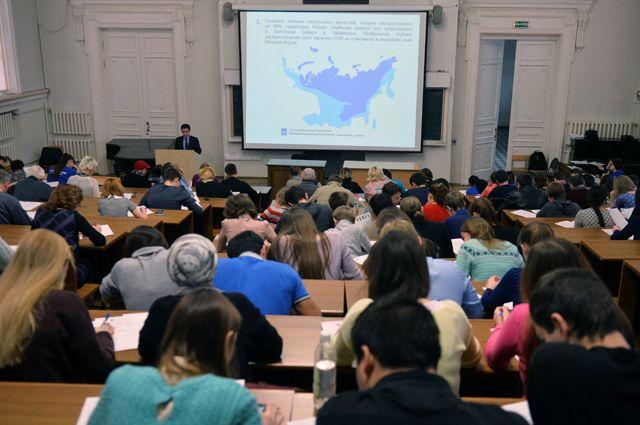 Участники Всероссийского географического диктанта в Казанском (Приволжском) федеральном университете.
