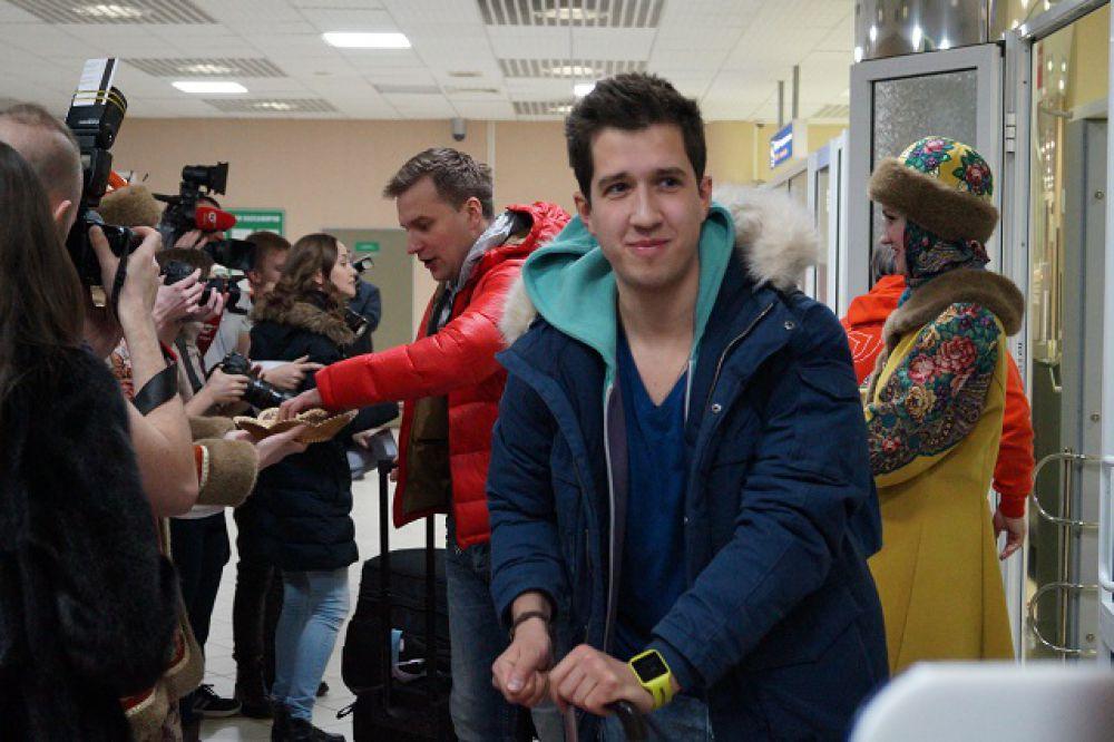 Известные спортивные журналисты Дмитрий Занин и Илья Трифанов прибыли в Ханты-Мансийск одними и первых.