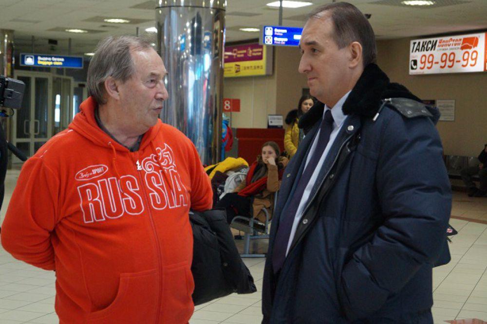 Спортсменов встречали вице-президент СБР Вадим Мелихов и заместитель губернатора Югры Алексей Путин.