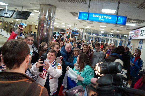 Остальные 30 минут Шипулин раздавал автографы и позировал для селфи своей огромной армии фанатов.