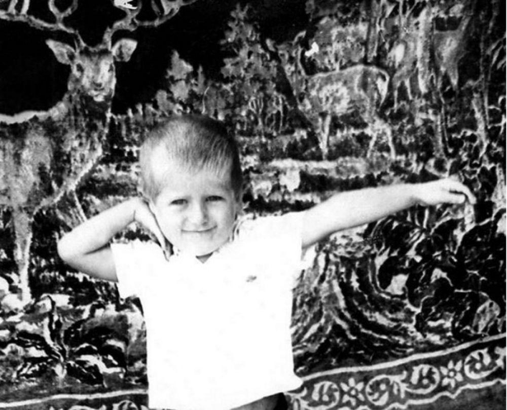 Рамзан Кадыров опубликовал в соцсети свою детскую фотографию. Под снимком Кадыров написал: «Приятную эстафету начал председатель парламента ЧР, дорогой брат Магомед Даудов. Детство всегда приятно вспомнить! Принимаю эстафету!»