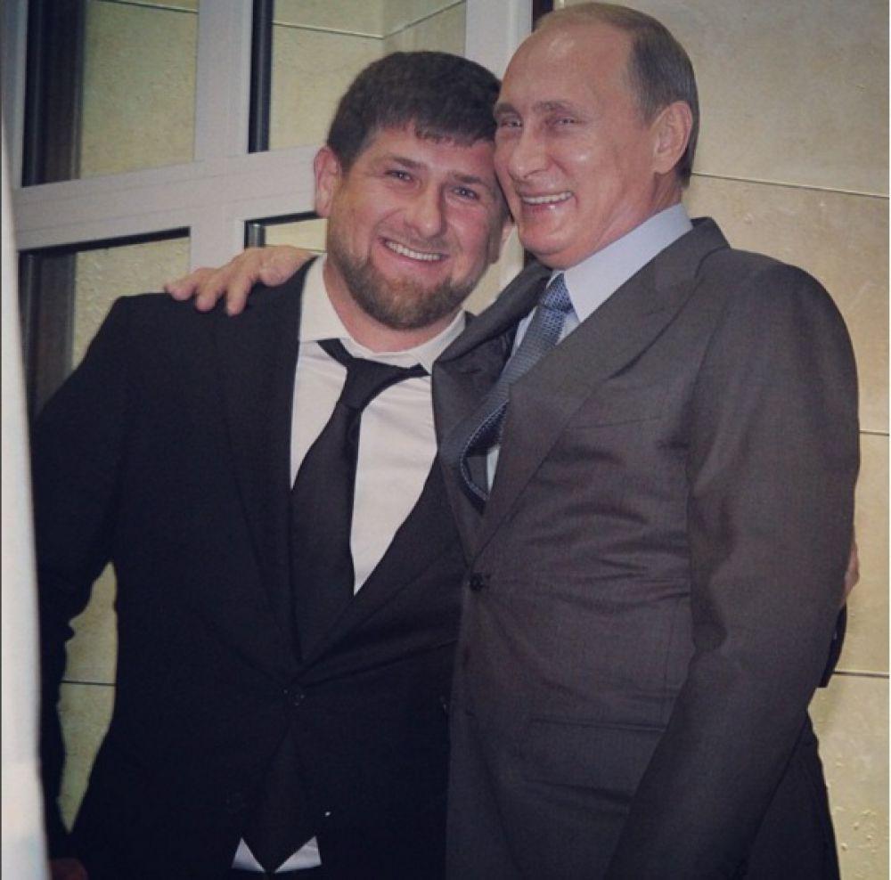 Рамзан Кадыров на фото с президентом России Владимиром Путиным. В своем посте Кадыров поздравляет всех с Днём народного единства.