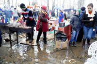 На празднике Масленицы 13 марта Массовое поле утопало в грязи.