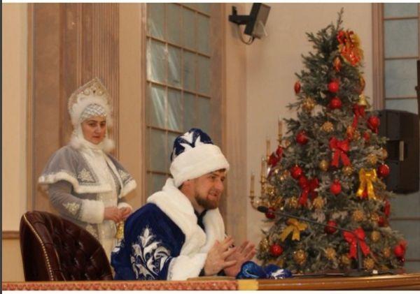 Рамзан Кадыров обратился к жителям Чечни в костюме Деда Мороза.