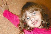 Юленька растёт жизнерадостной и очень смышлёной девочкой.