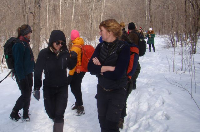 Заморские гости идут экологической тропой.